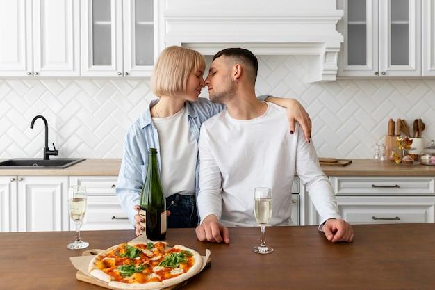Casal passando bons momentos juntos