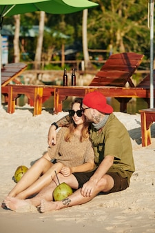 Casal romântico na praia