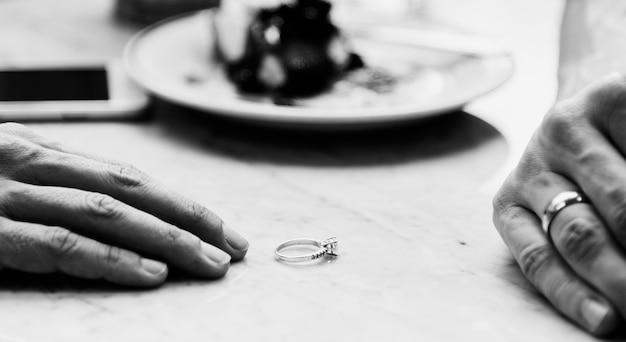 Casal rompendo relacionamento