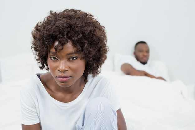 Casal se ignorando