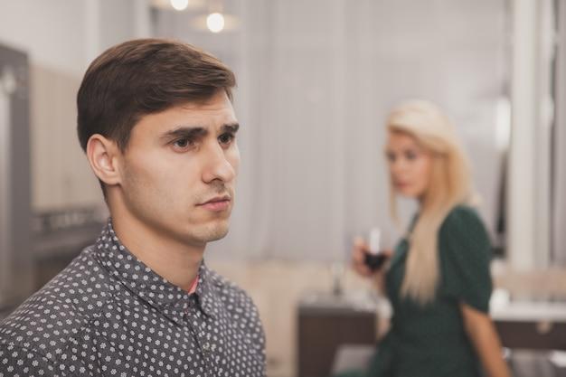 Casal tendo problemas de relacionamento