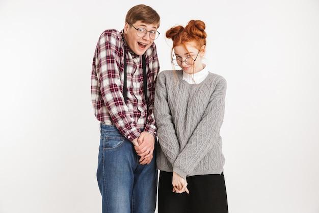 Casal tímido de nerds da escola