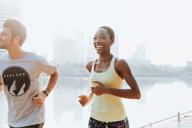 Casal urbano exercitar juntos