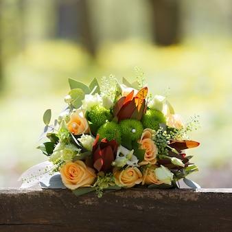 Casamento, buquê de flores da noiva