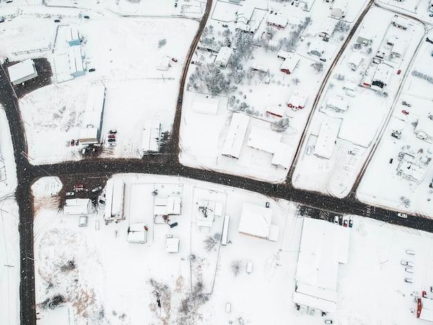 Casas cobertas de neve