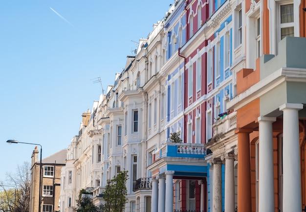 Casas coloridas de notting hill em portobello