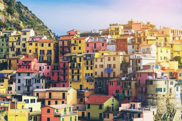 Casas coloridas em manarola, cinque terre - itália