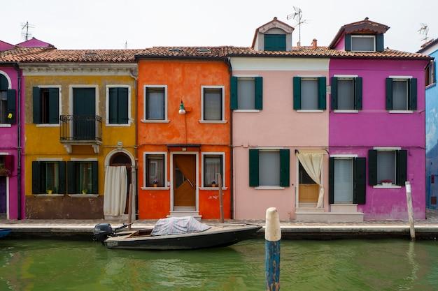 Casas coloridas na ilha de burano