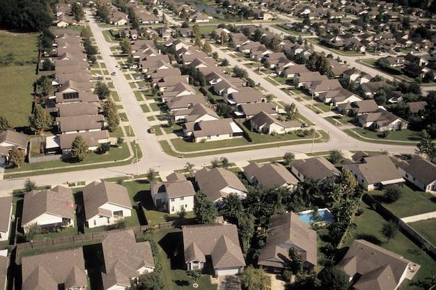 Casas com árvores, vista elevada