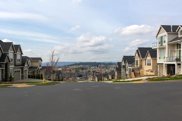Casas de bairro na américa do norte em happy valley, or