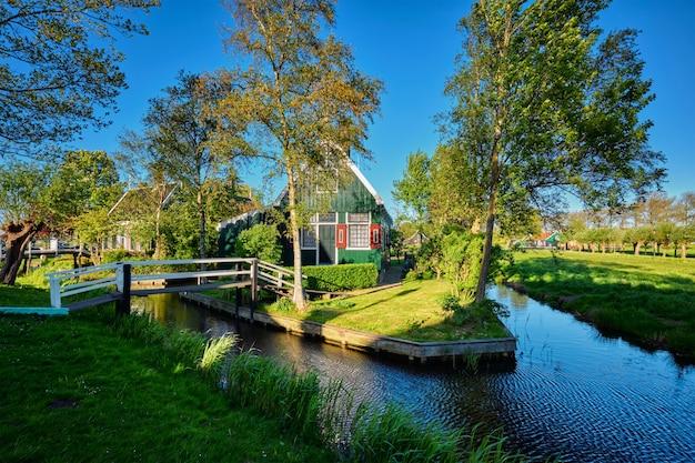 Casas de fazenda na vila museu de zaanse schans, holanda