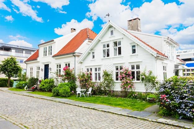 Casas de madeira tradicionais em gamle stavanger, noruega