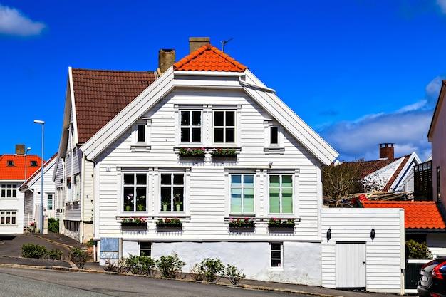 Casas de madeira tradicionais em stavanger, noruega