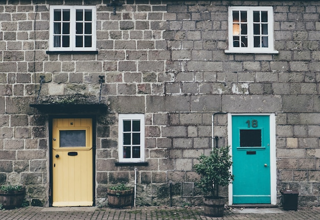 Casas de tijolo bonito velho