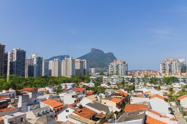 Casas e edifícios na barra da tijuca no rio de janeiro, brasil.