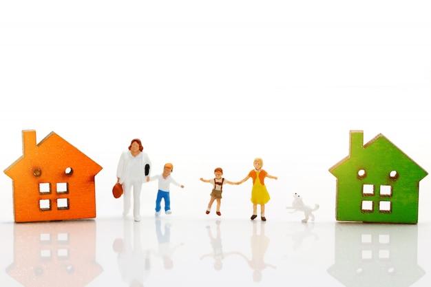Casas e família em miniatura