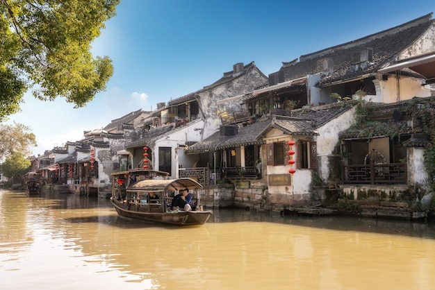 Casas e rios na antiga cidade de xitang