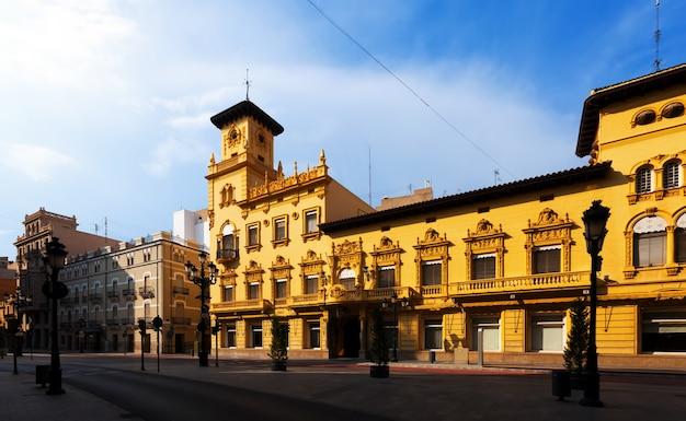 Casas pitorescas na rua de castellon de la plana