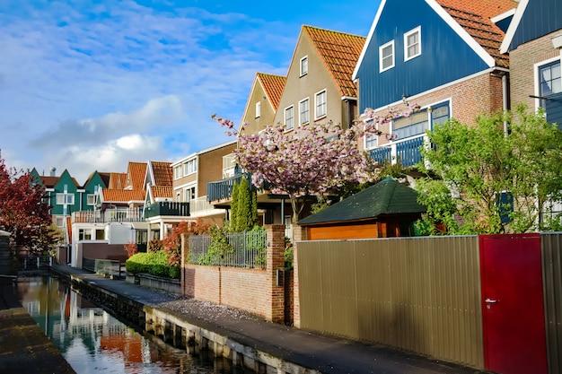 Casas típicas da família holandesa, arquitetura residencial moderna na holanda, holanda