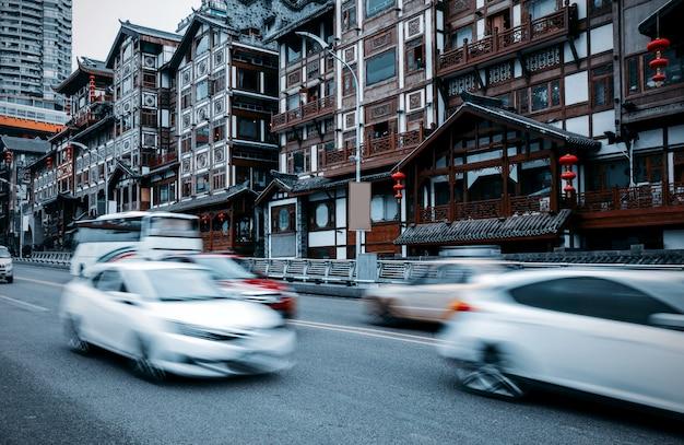 Casas tradicionais de china chongqing sobre palafitas