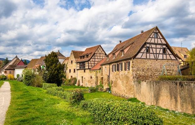 Casas tradicionais de enxaimel em bergheim - alsácia, frança