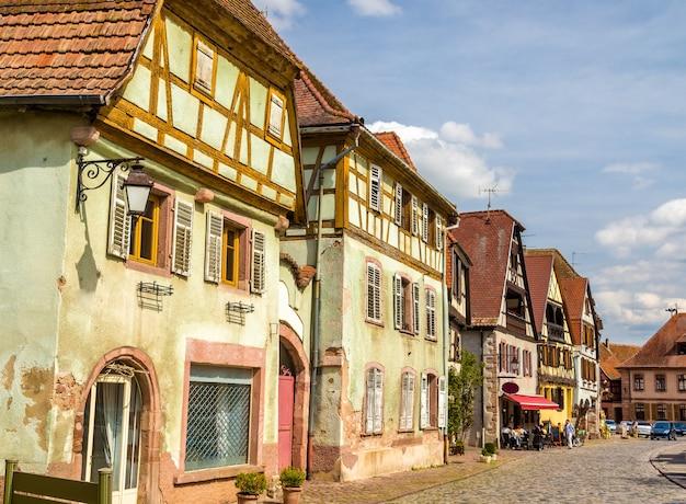 Casas tradicionais de madeira em bergheim - alsácia, frança