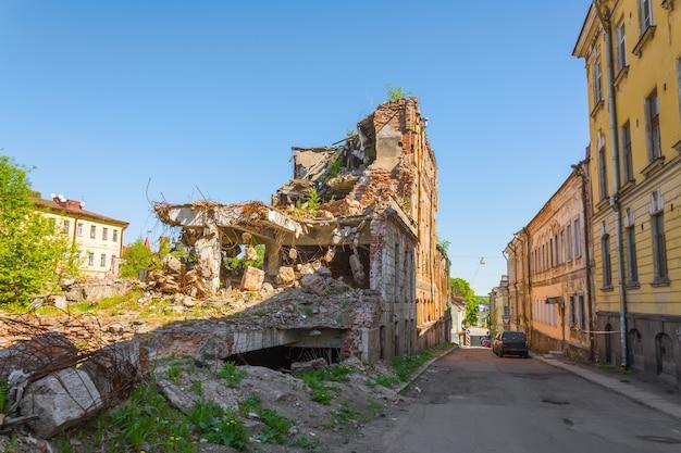 Casas velhas destruídas
