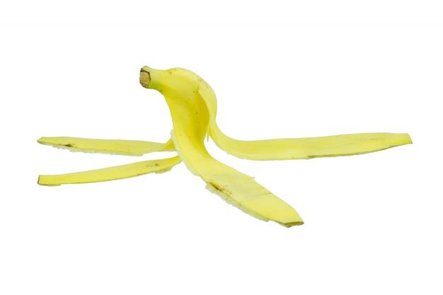 Casca de banana no fundo branco close-up