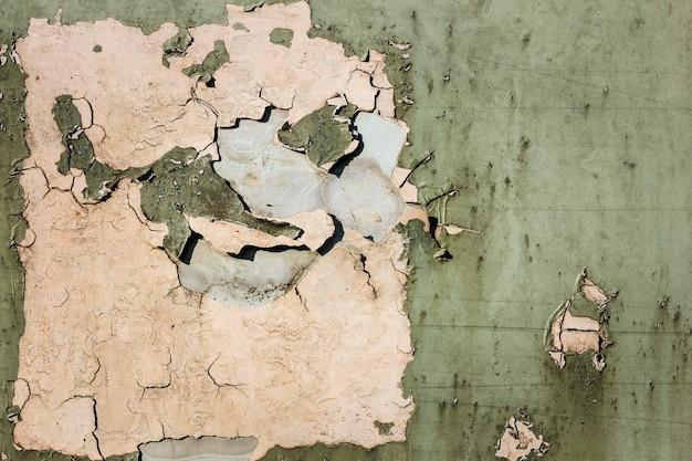 Casca de tinta velha enferrujada