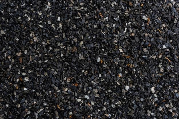 Cascalho molhado de granito escuro com textura