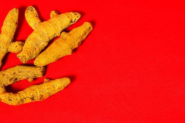 Cascas de açafrão amarelo