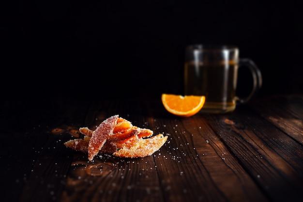 Cascas de laranja com açúcar frutas cristalizadas de laranja
