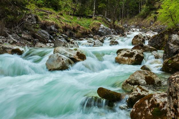 Cascata de kuhfluchtwasserfall. farchant, garmisch-partenkirchen