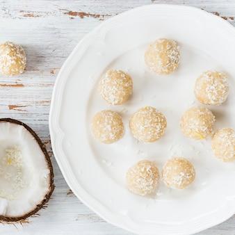 Caseiras vegan coco cru e trufas de limão