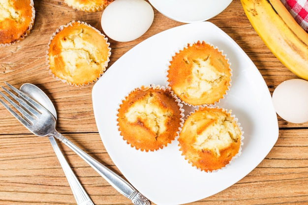 Caseiro, banana, noz, muffins, pronto, comer