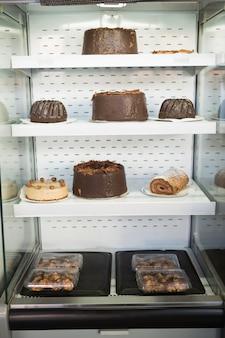 Caso do deserto com deliciosos bolos