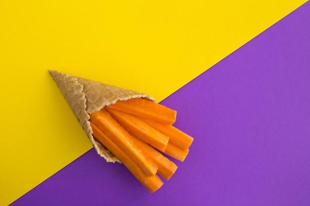 Casquinha de sorvete com cenoura fatiada