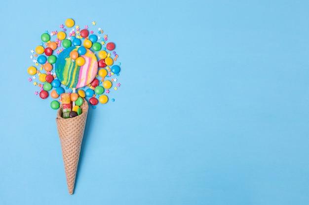 Casquinha de sorvete conceito doces com espaço de cópia