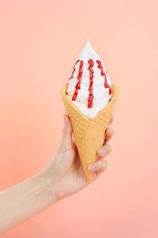 Casquinha de sorvete de mão