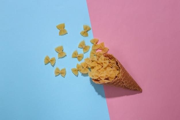 Casquinha de waffle de sorvete com laços de massa