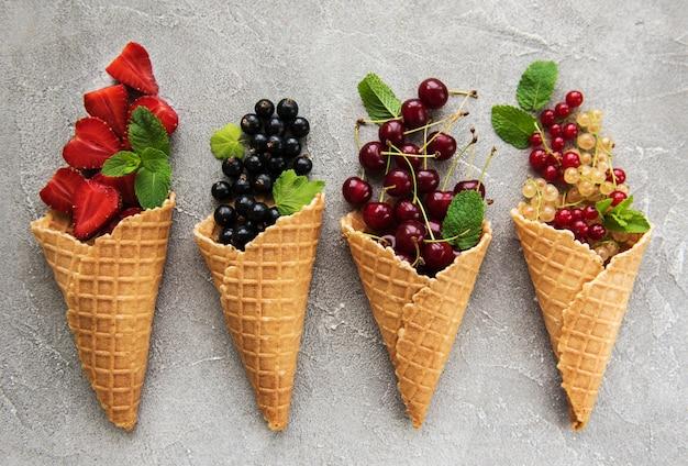 Casquinhas de sorvete com frutas