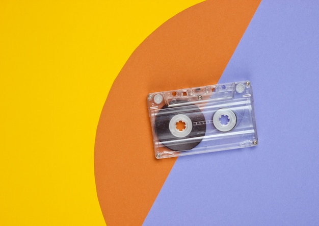 Cassete áudio em papel colorido