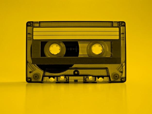 Cassete com efeito amarelo retro