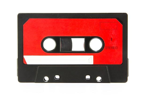 Cassete de áudio isolada no branco