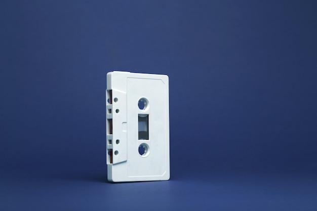 Cassete de áudio. torneira de cassete de áudio branca vintage