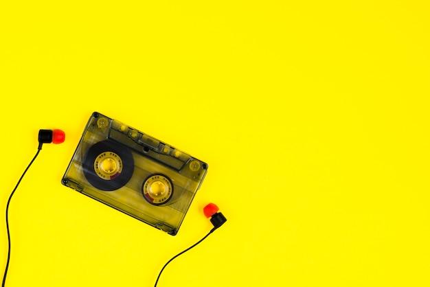 Cassete de fita e auriculares
