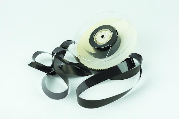Cassete de vídeo isolado no fundo branco