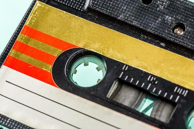 Cassetes de áudio antigas em turquesa
