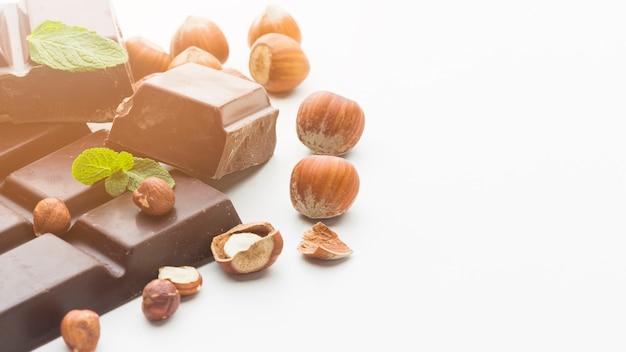 Castanhas e espaço de cópia de chocolate