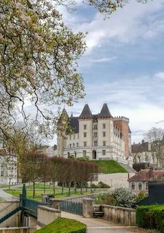 Castelo da cidade de pau na frança